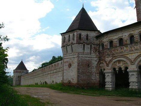 79. Южная стена монастыря. Все крепостные стены построены в XVII веке