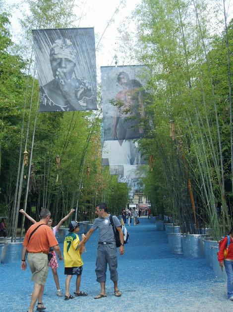 Инсталляция в Люксембургском саду