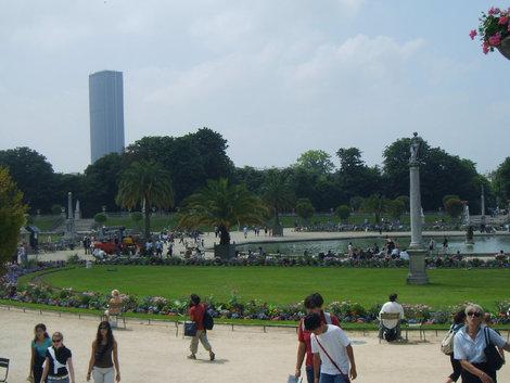 Вид на сад и башню Монпарнаса