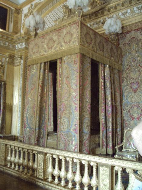 Опочивальня Луи XIV. Вот такая крохотная кроватка
