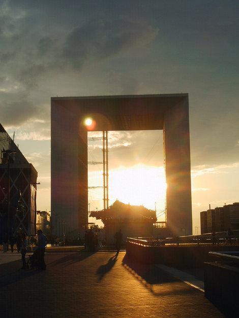 Арка Дефанс — третья после арки Тюильри и Триумфальной