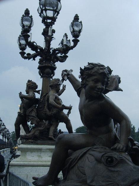 Амурчики с моста Александра III