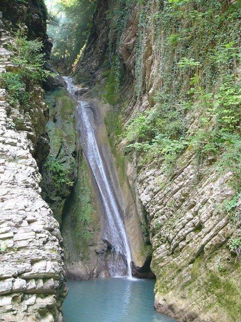 Один из водопадов урочища Чудо-красотка
