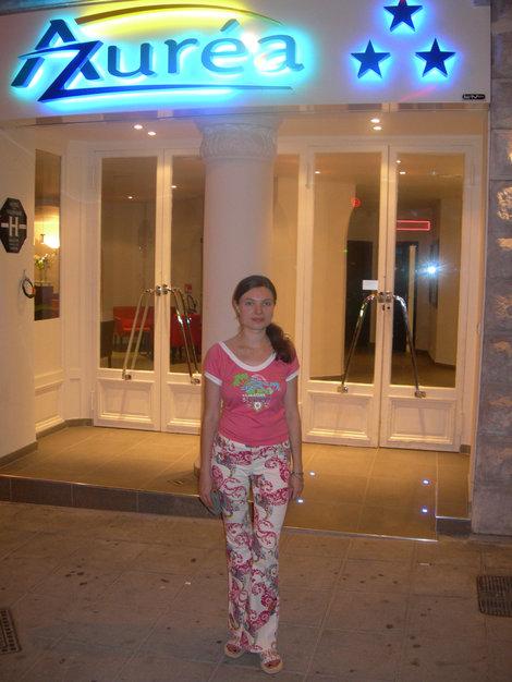 У входа в отель