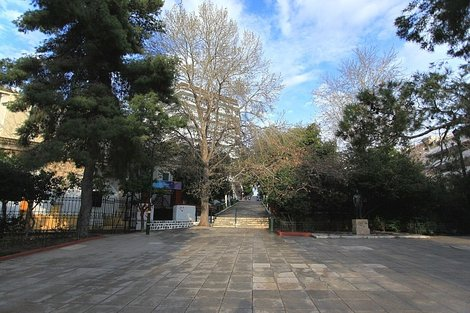 Площадь Дексамени
