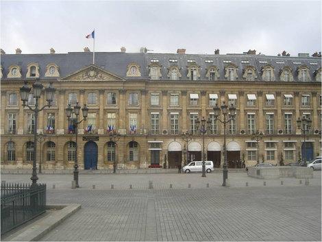 Здания на площади