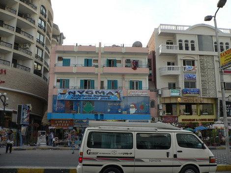 центральная улица Хургады.