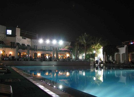 Отель: бассейн