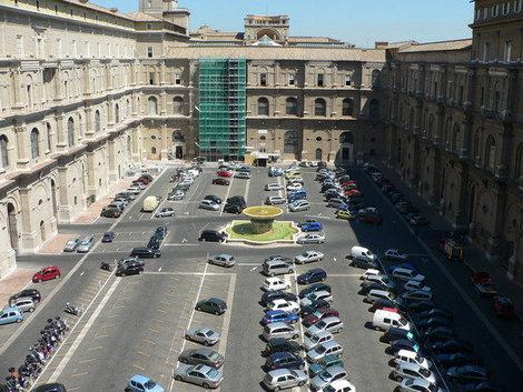 Парковка Ватикана.