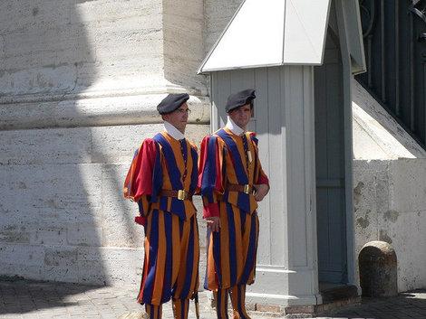Швейцарские гвардейцы.