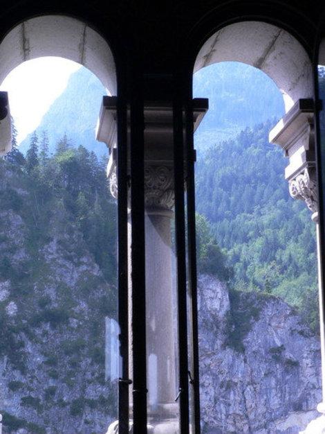 окна замка.