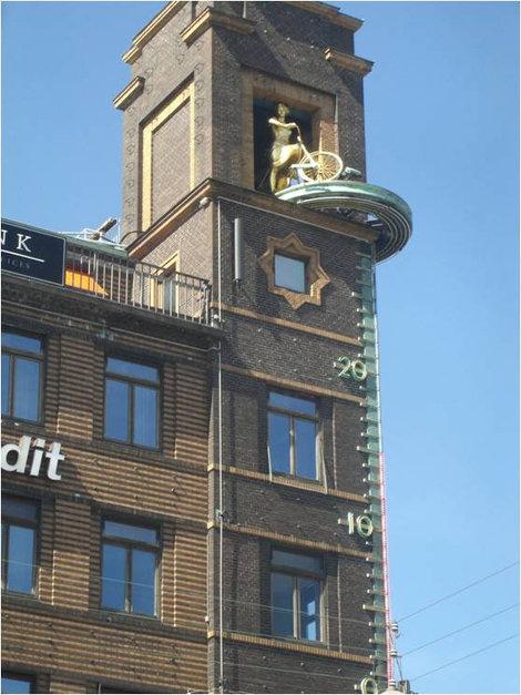 Здание с термометром
