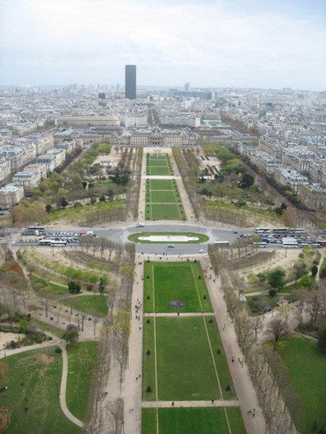 Вид сверху на Париж.