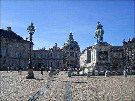 Площадь перед дворцом Амалиенборг