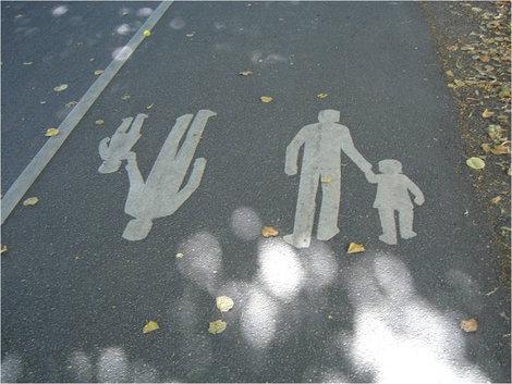 Так обозначают пешеходные дорожки