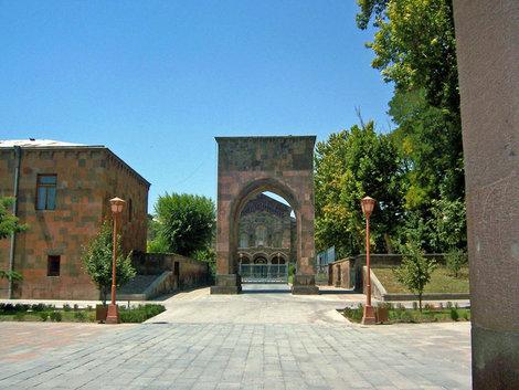 ворота Трдата