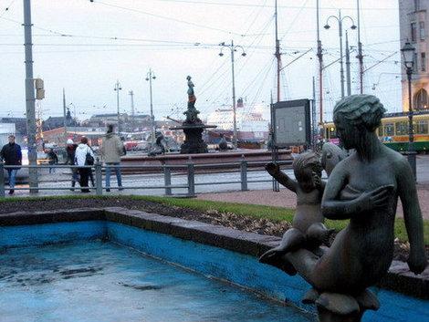 Хельсинки. Набережная с видом на финскую русалочку Аманду