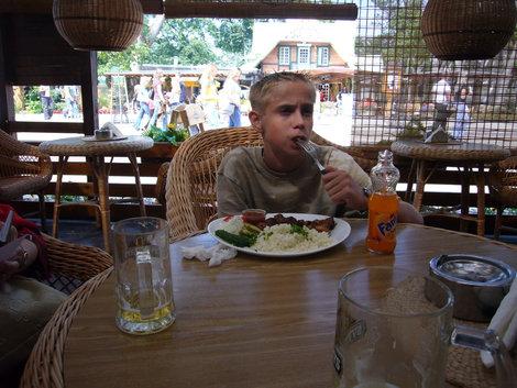 Внук признает только шашлыки — в одном из кафе на ул. Басанавичюса.
