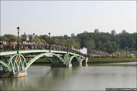 Людские толпы в выходной день