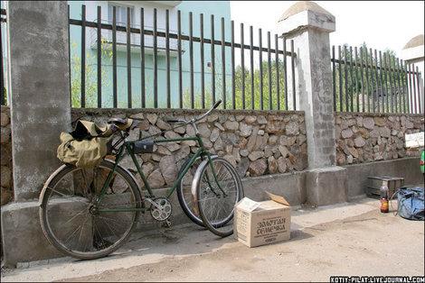 Велосипед у рынка