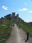 Замок Раквере расположен на живописном холме.