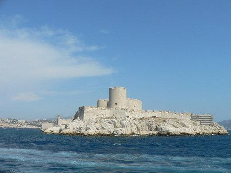 Вид с катера на замок Иф.