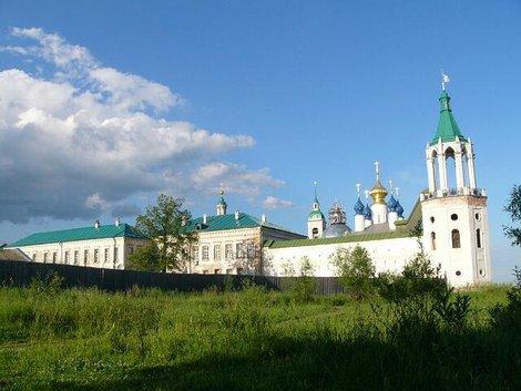 02. Спасо-Яковлевский монастырь от места нашей стоянки