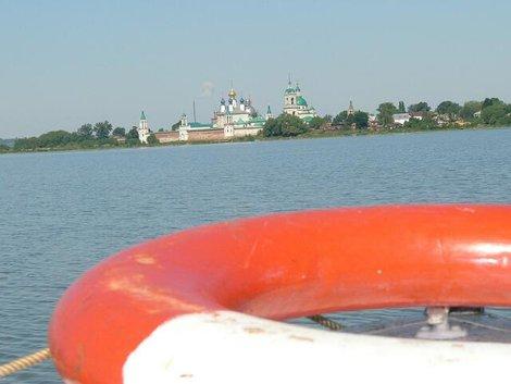 14. Вид с озера Неро на Спасо-Яковлевский собор