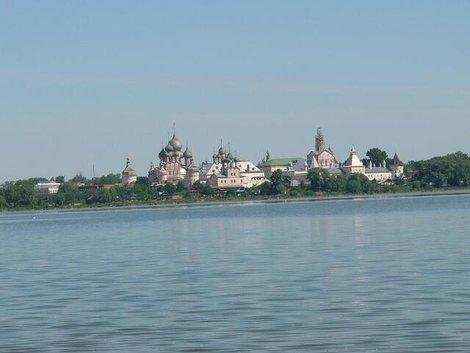 15. Вид с озера Неро на Ростовский кремль