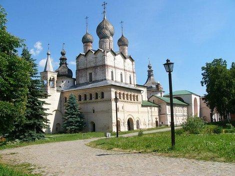 31. Церковь Воскресения со стороны музейной части кремля