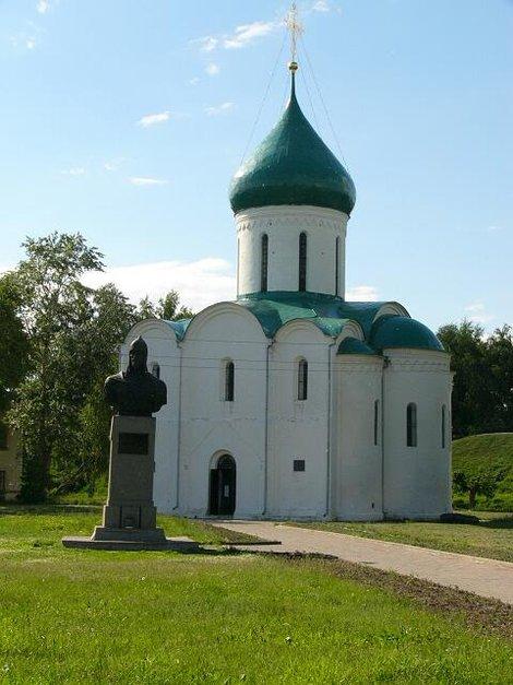 38. Переславль-Залесский. Спасо-Преображенский собор снаружи. Построен в 1152-1157 годах