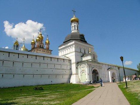 48. Троице-Сергиева Лавра. Святые ворота (XVI – XIX вв.)