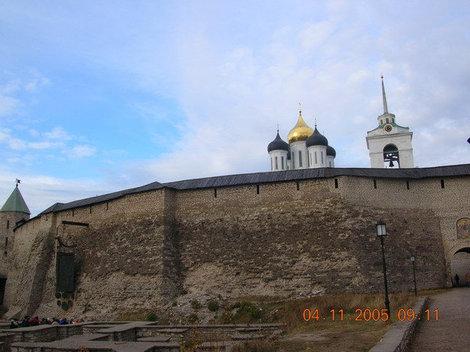 Довмонтов город на территории Кремля.