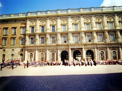 Торжественный развод караула у Королевского дворца