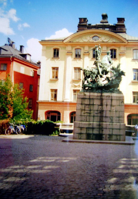 Святой Георгий поражает дракона — памятник в честь освобождения Швеции от датского господства в XVI веке