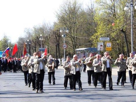 1 мая в Гатчине — городской духовой оркестр.