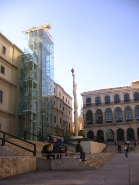 Вход в музеи и прозрачный лифт