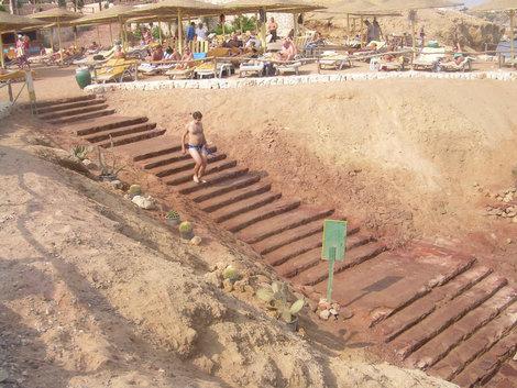 Лестница к воде