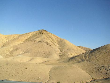 Путь к Мертвому морю: округлые горы