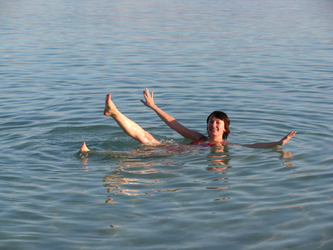 А утонуть-то и не получается