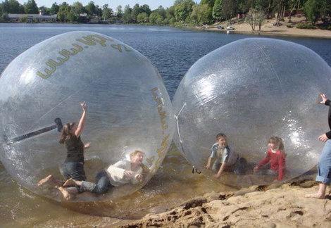 Пузырь на воде. фото из инета.