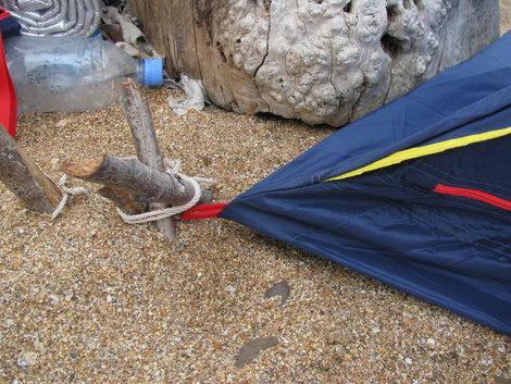 Палатка: укрепление колышков