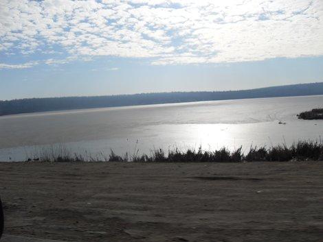 озеро, в котором рыбачат