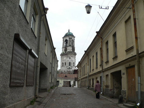 Часовая башня  — колокольня Кафедрального собора (Крепостная ул. 5, во дворе).