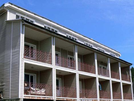 Балконы с видом на Телецкое озеро.