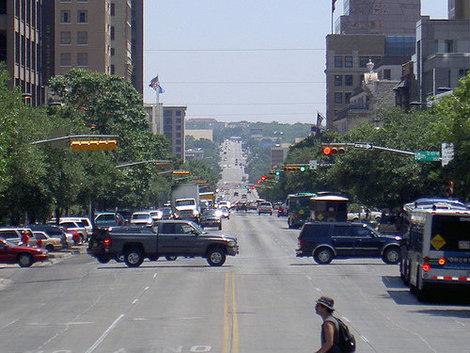 Шестая улица в Даунтауне — в США принято называть улицы по номерам.