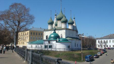 Еще одна из церквей на Которосльной набережной
