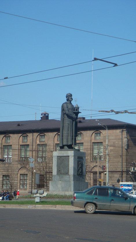 Памятник Ярославу Мудрому на Богоявленской площади
