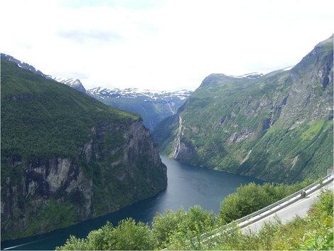 Вид на Гейрангерфьорд с высоты Дороги Орлов
