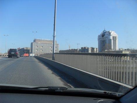 вид на гостиницу с моста